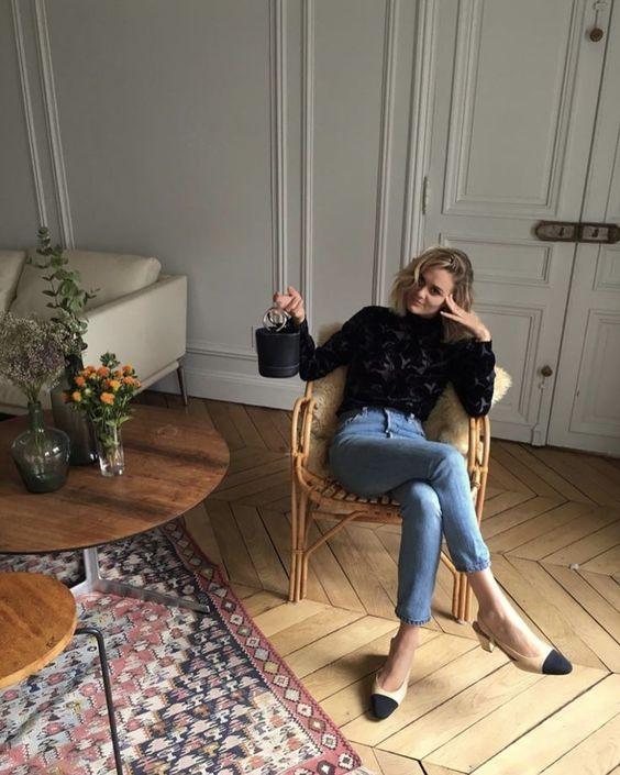 Skinny jeans met zwarte top en Chanel two tone schoenen | Kerstoutfits met items die je al hebt | Good For