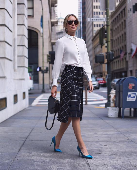 Witte blouse met midi-rok | Kerstoutfits met items die je al hebt | Good For