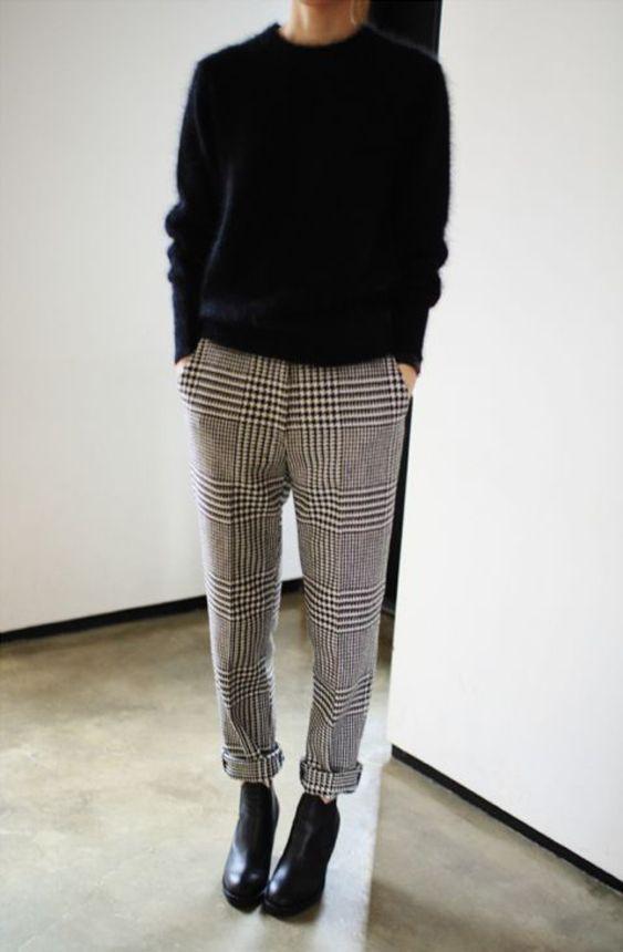 Geruite pantalon met zwarte trui | Kerstoutfits met items die je al hebt | Good For