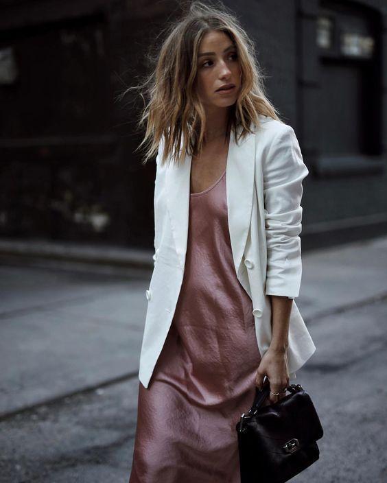 Roze jurk met witte blazer | Kerstoutfits met items die je al hebt | Good For