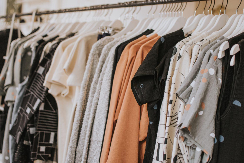 Fruitleer en sinaasappelzijde: Duurzame alternatieven voor vervuilende kledingmaterialen
